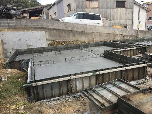 基礎のコンクリートを打設しました